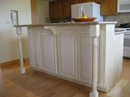 Beau Island Cabinet Features: